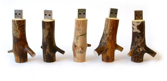 Custom Wooden Flash Drives Brown Color At Least 10 Year Data Retention